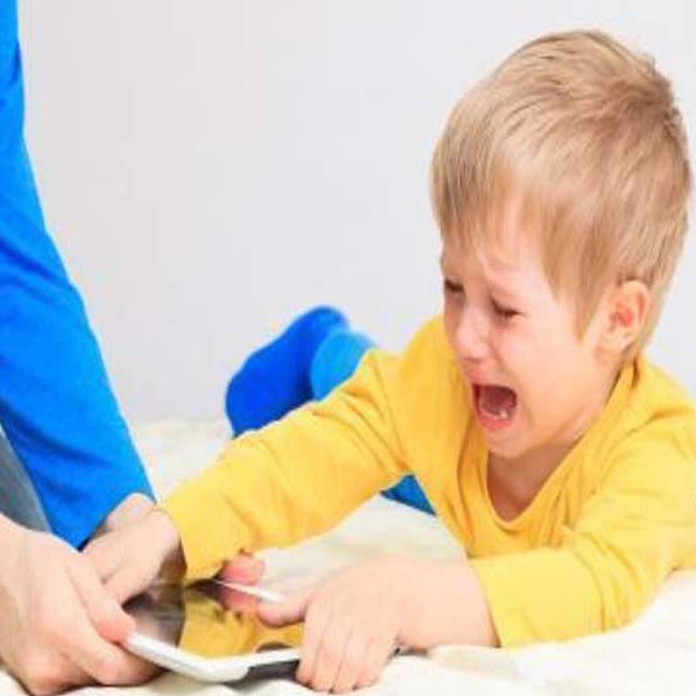 Rabietas al no prestar el celular a mi hijo